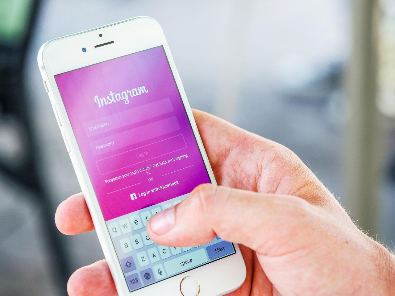 How To Track Someone's Instagram DMs Without Letting Them Know